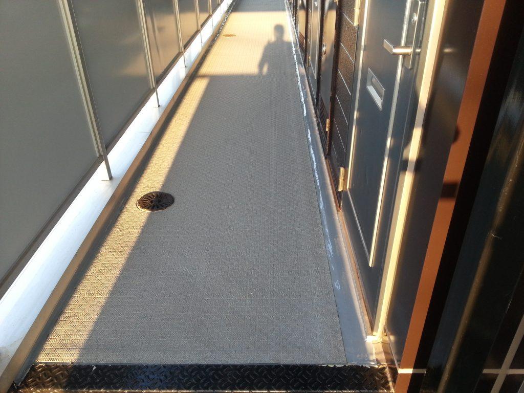 藤岡市 Cアパート 通路 ウレタン防水+長尺シート|施工後